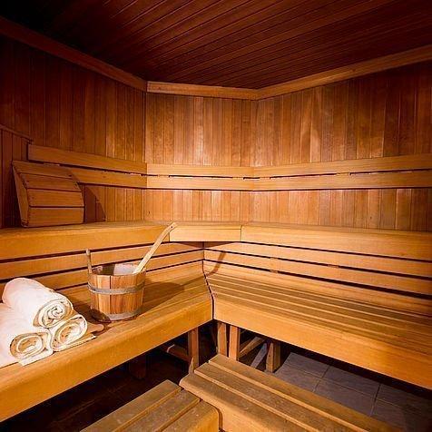 Sauna mit Aufguss im Wellnessbereich des Hotel Stoiser Graz