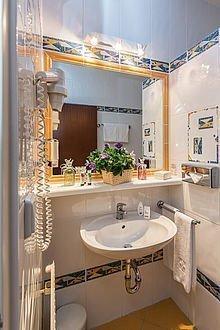 Großzügiges Badezimmer im Hhotel Stoiser Graz