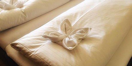 Blumenschmuck aus Badetüchern in den Zimmern des Hotel Stoiser Graz