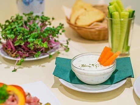 Dips & Gemüse zur Stärkung in Seminarpause im Hotel Stoiser Graz