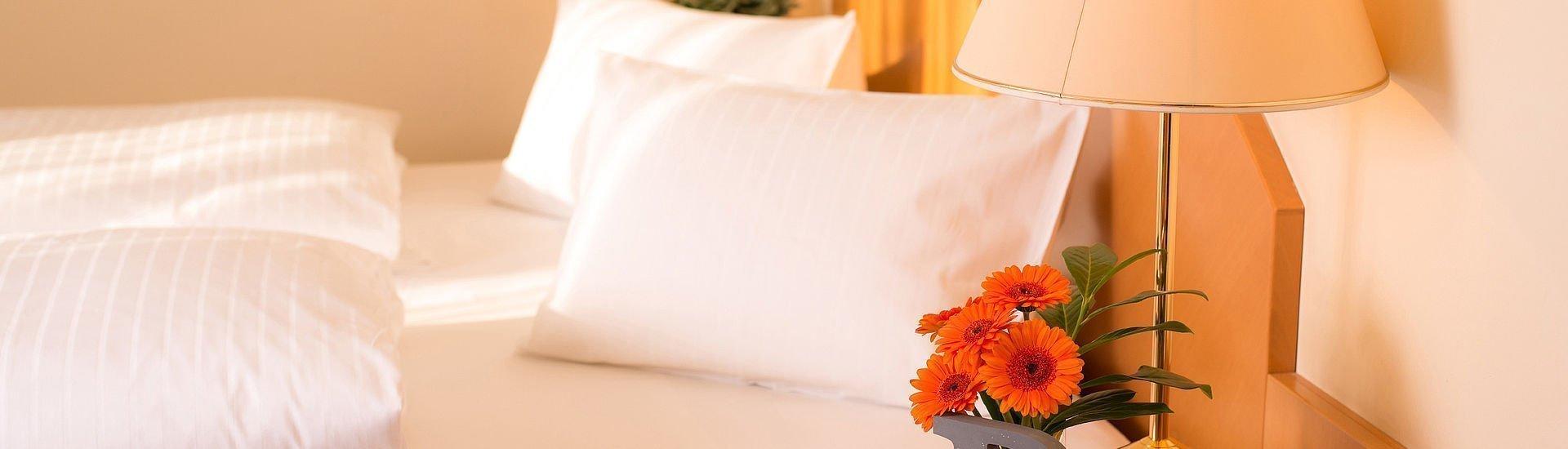 Doppelzimmer mit liebevollen Details im Hotel Stoiser Graz