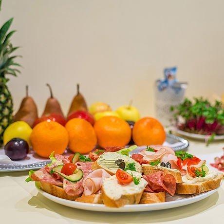 Obstplatte und Belegte Brötchen beim Seminar im Hotel Stoiser Graz