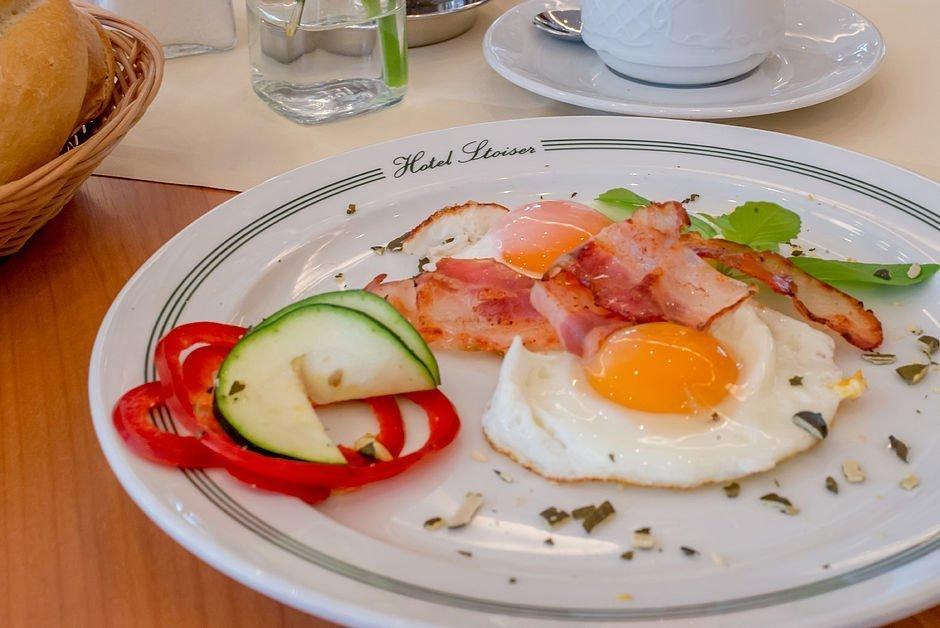 Spiegelei mit Paprika & Schinken zum Frühstück im Hotel Stoiser Graz